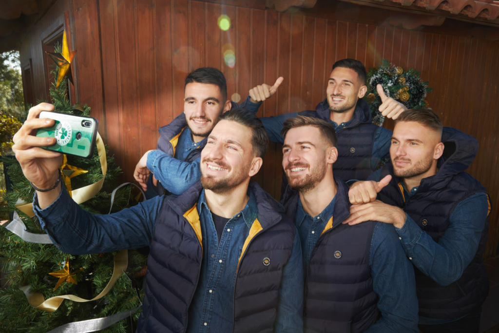 In this advertising photography campaign for the Panathinaikos FC. the goal was to give the message of the light of collectivity, the light of Christmass.""